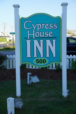 ‪سيبريس هاوس إن: Front yard of the Cypress House Inn‬