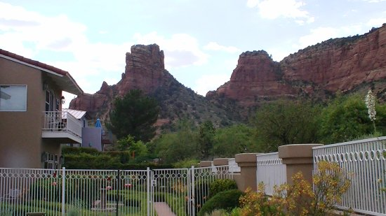 Canyon Villa Bed and Breakfast Inn of Sedona: One view from pool area.
