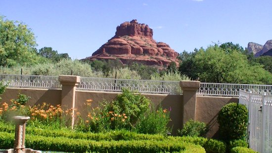 Canyon Villa Bed and Breakfast Inn of Sedona: Bell rock view.