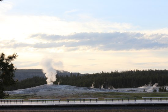 Old Faithful Snow Lodge and Cabins: The evening time is the quiet time