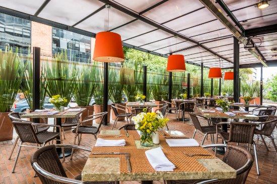 Terraza Restaurante ágata Fotografía De Doubletree By