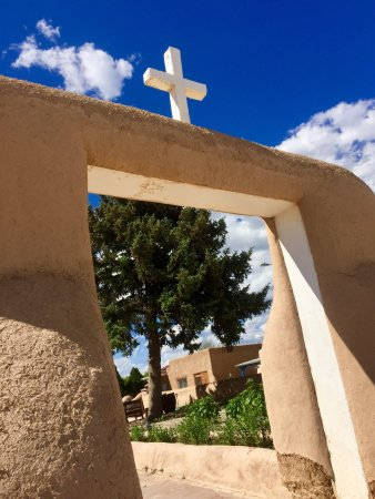 Ranchos De Taos, NM: Beautiful church, very meaningful and thoughtful.