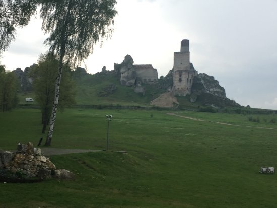 Ogrodzieniec Castle : Castle ruins from backyard of restaurant