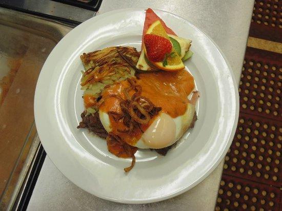 Farnham, Canada: Steak & Egg sauce chorron...