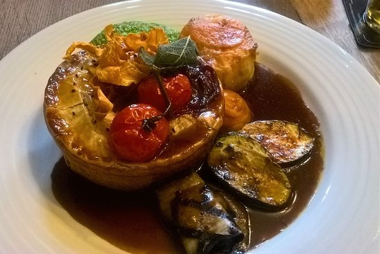 Ilsington, UK : Chicken pie with a twist