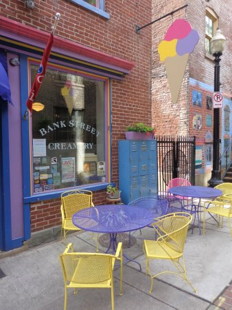 Bank Street Creamery: Baker Street Creamery on a charming old alley-way