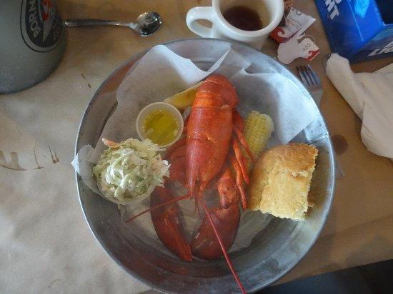 Wolfeboro, NH: chicken lobster dinner
