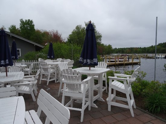 Wolfeboro, Nueva Hampshire: Outdoor seating (but not today)