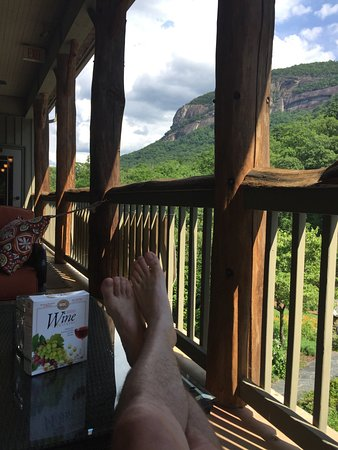 The Esmeralda Inn : Kick your feet up, enjoy the view and some wine crackers, with wine of course!