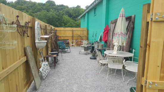 Coxs Creek, KY: Useful Things Antiques!! A wonderful place to Shop!! New items in every weekend!! LIKE our Faceb