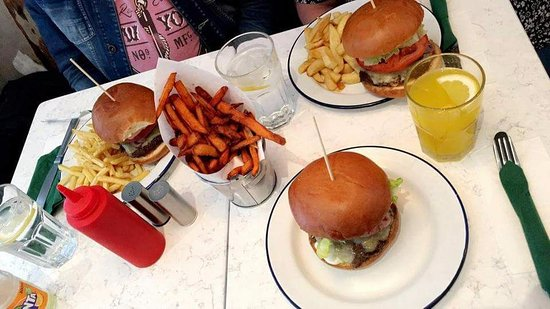 Bobos Burgers Restaurant: Menu for three persons