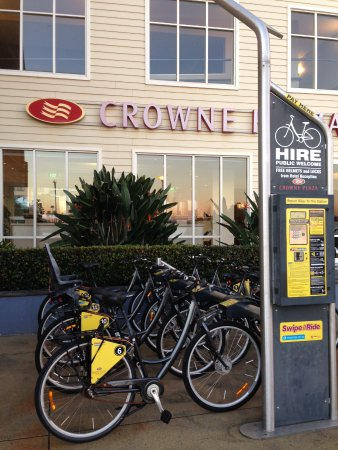 Crowne Plaza Newcastle: Hire a bike out front of the hotel and ride to Nobby's to watch the sunrise.