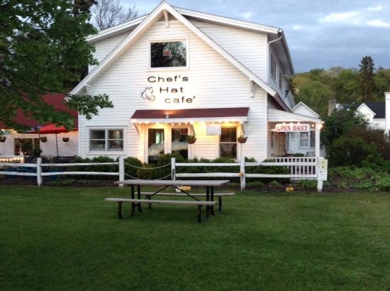 Ephraim, WI: Beautiful evening for dinner on May 25, 2017 at Chef's Hat.