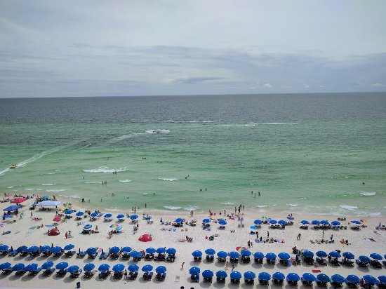 Majestic Beach Towers: Looking out over the beach from our room.