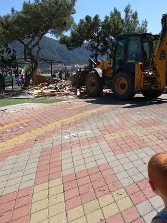 Cafe del Mar : Demolition day