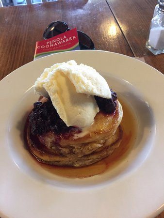Union Cafe: Pancakes with berries and ice cream