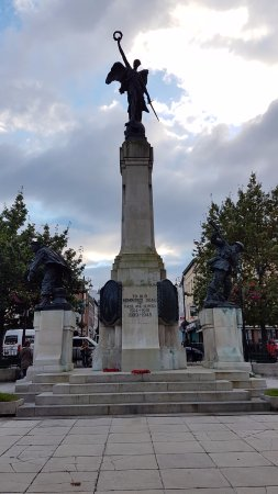 Derry, UK: War Memorial