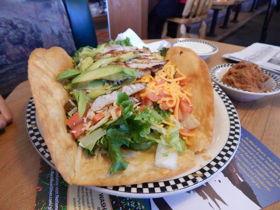 Porterville, Kaliforniya: Taco Salad with grilled chicken and avocado.