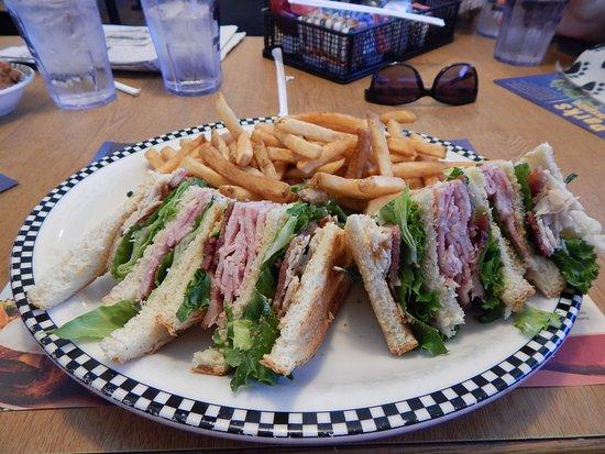 Porterville, Californië: The Turkey Club Sandwich-Turkey, Ham, Bacon & Lettuce on your choice of bread.