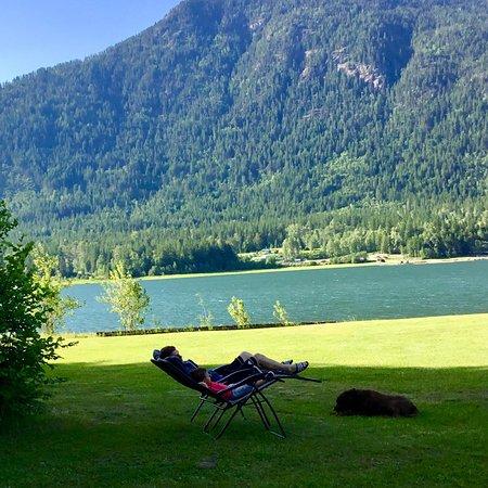 Nakusp, Kanada: Relax and enjoy the views.