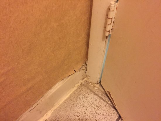 Days Inn Roanoke Civic Center: More water damage. The bathroom door wouldn't even close!