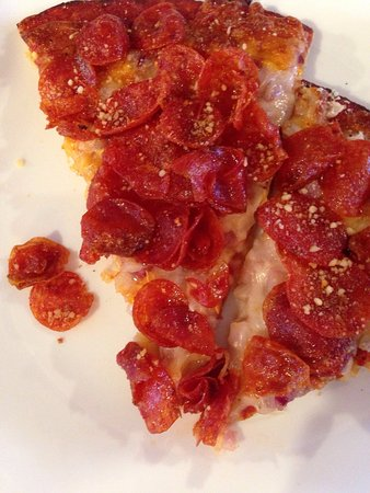 Longview, WA: Piled high with nickel-sized spicy pepperoni. Loved it!