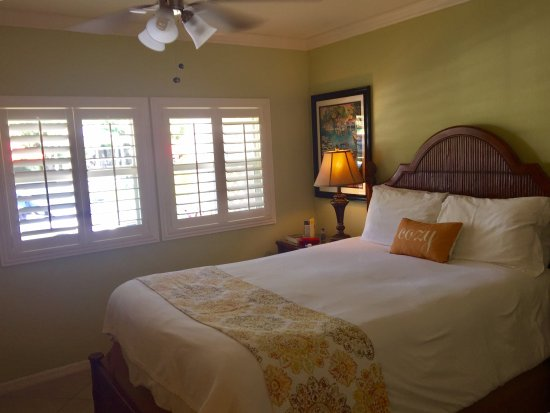 Tropical Beach Resorts: Studio room; cheerful and comfortable, with small kitchen