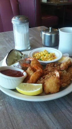 Lomita, CA: Great Seafood Plate, Soup Or Salad Sweet treat.
