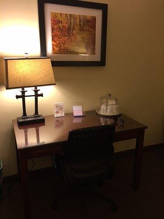 The Academy Hotel Colorado Springs: Desk/Work Space