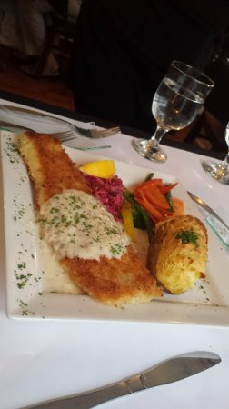 Tusket, Canadá: The Seafood Plate- Panko haddock, seared scallops,, served with house caper tartar and radi