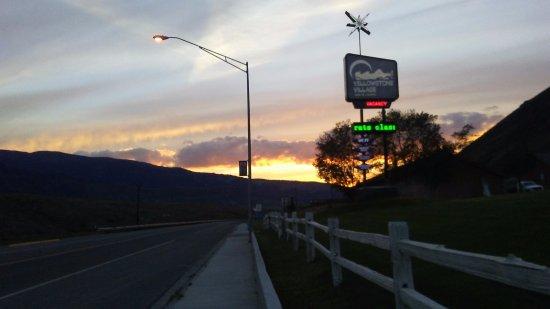 Yellowstone Village Inn Resmi