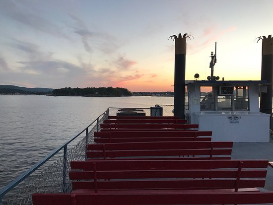 Belle of Hot Springs Riverboat: Sunset dinner ride