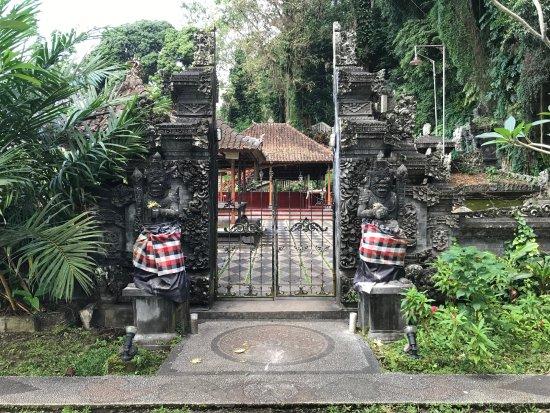 โรงแรมเตียร์ตา อายู: Tirta Gangga Temple Entrance
