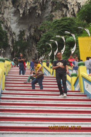 Batu Caves: 272 Stairs To Reach The Beautiful Cave With Temple ,still Well  Visible