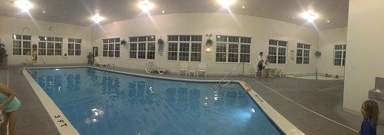 Magnuson Grand Hotel Lakefront Paradise: Magnuson Grand Hotel Lakefront. Has everything we need. Pool, laundry, views, clean, friendly, e