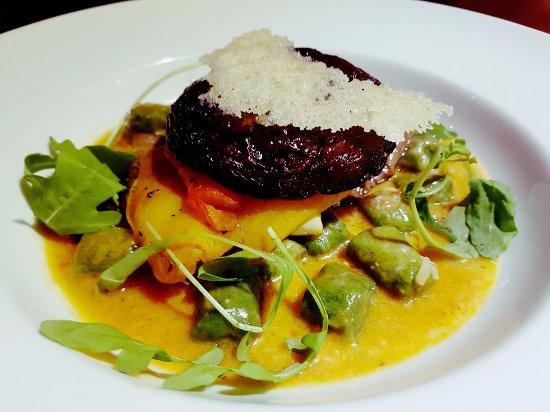 La Risata - Damansara: Spinach gnocchi with the butter sauce