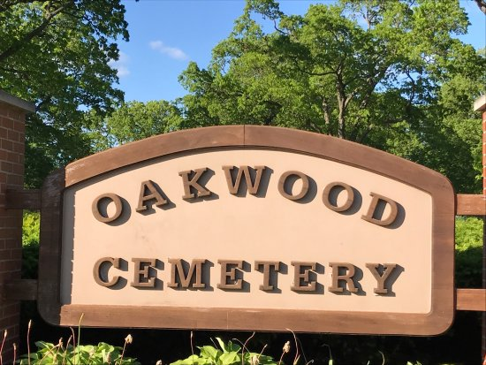 ‪St Mary Catholic Cemetery and Oakwood Cemetery‬