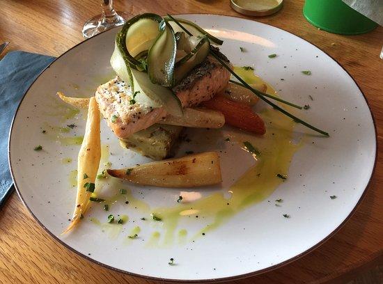 Uno: Amazing salmon with veggies