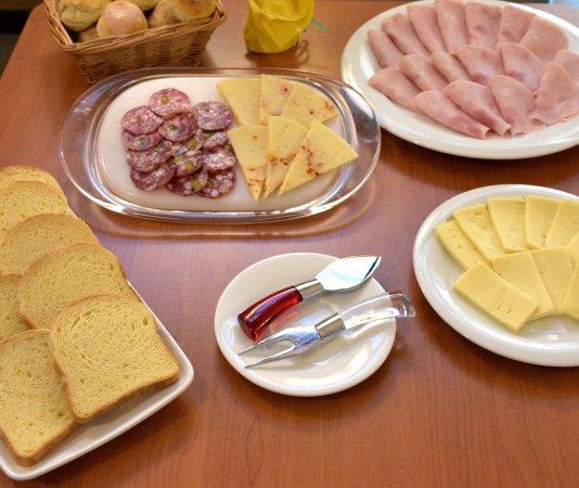 Hotel Il Gabbiano: Salato con alcuni prodotti tipici della Sicilia ...