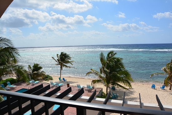 Bodden Town, Grand Cayman: Apt 8, nice shaded balcony