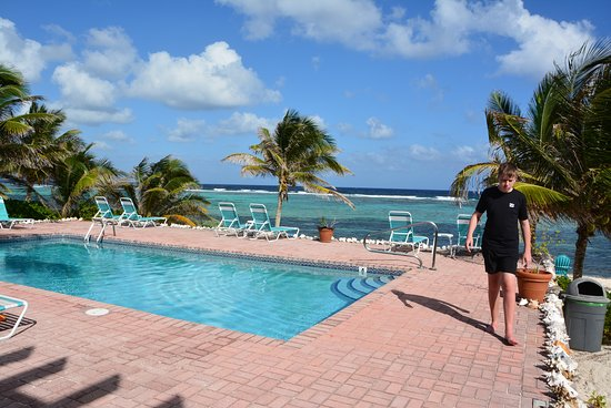 Bodden Town, Grand Cayman: Apartments pool area