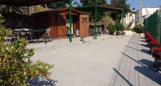 Hostal Rural Casa Castro: Área de descanso y aparcamiento