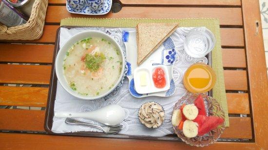 Baan Dinso Hostel: Petit déjeuner