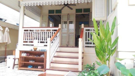 Baan Dinso Hostel: Entrée