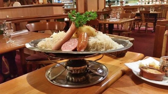 Le Relais d'Alsace - Taverne Karlsbrau: Bonne choucroute