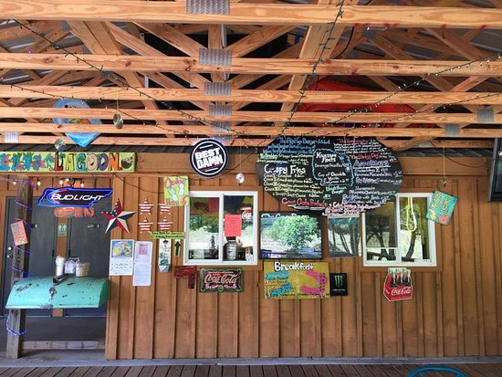 Reliance, TN: Flip Flop Burger has a huge covered deck, you order here at these windows.