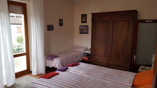 Terontola, Italia: Sfeervolle 3-persoons kamer met 2 balkons en eigen badkamer