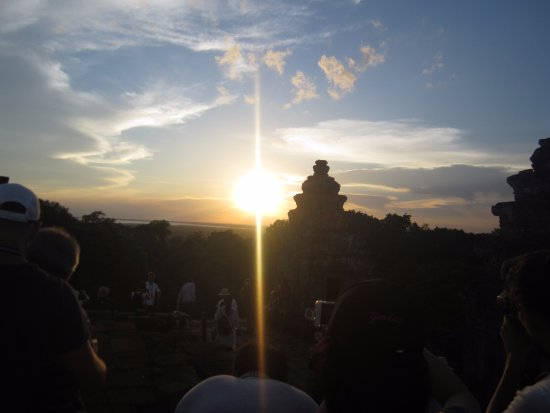 Phnom Bakheng: Sunset tour.  Is limited number(300) of travellers to this monument.