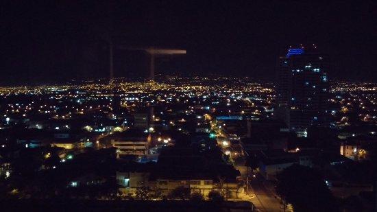 Park Inn by Radisson San Jose: Vista nocturna.