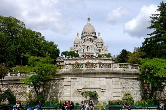 View from place saint pierre picture of basilica du sacre coeur de montmart - Place saint pierre paris ...